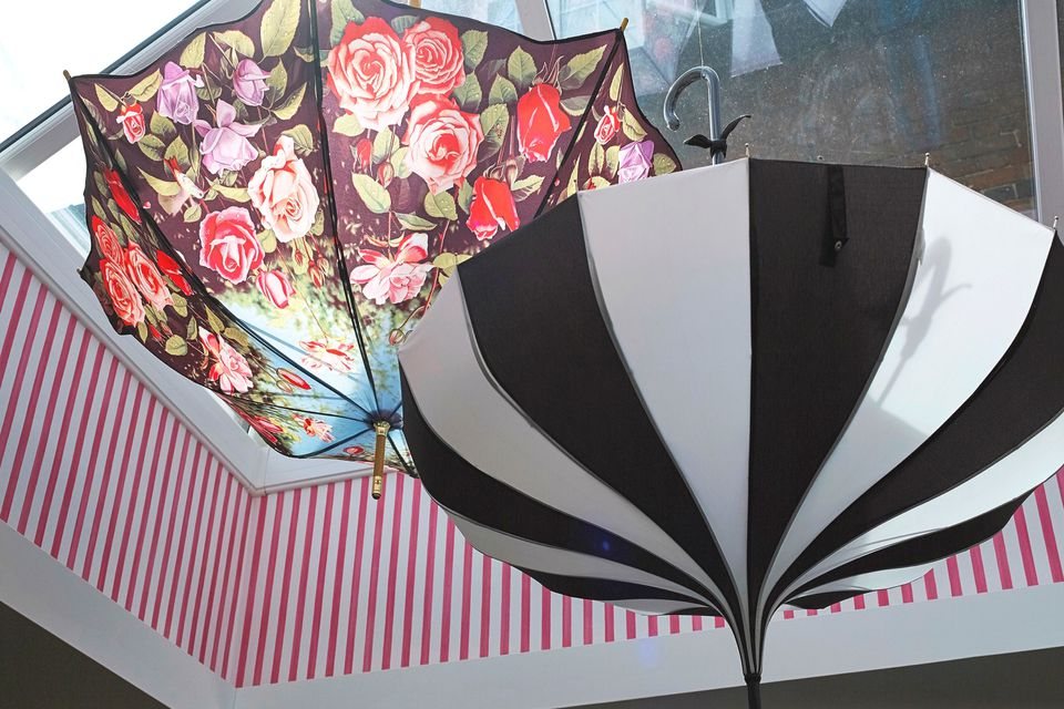 Interior-design-decoration-umbrella-black-white-floral
