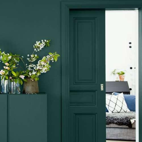 green-interior-design-ideas, interior-design-trends, green-living-room, green-velvet