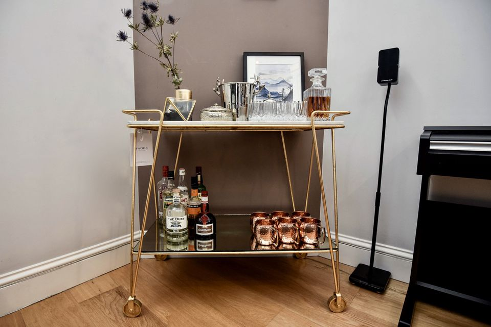 bar-cart-gold-interior-desing
